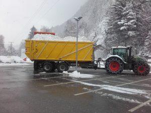 Schneeverladung bzw. Schneetransport durch Ernteservice Thaler